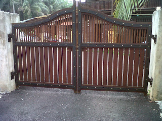 gate house ideas with wooden color