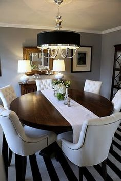 round dining table with innovative table clothes