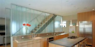 Glass Wall Creating Beauty Appearance at Your Home