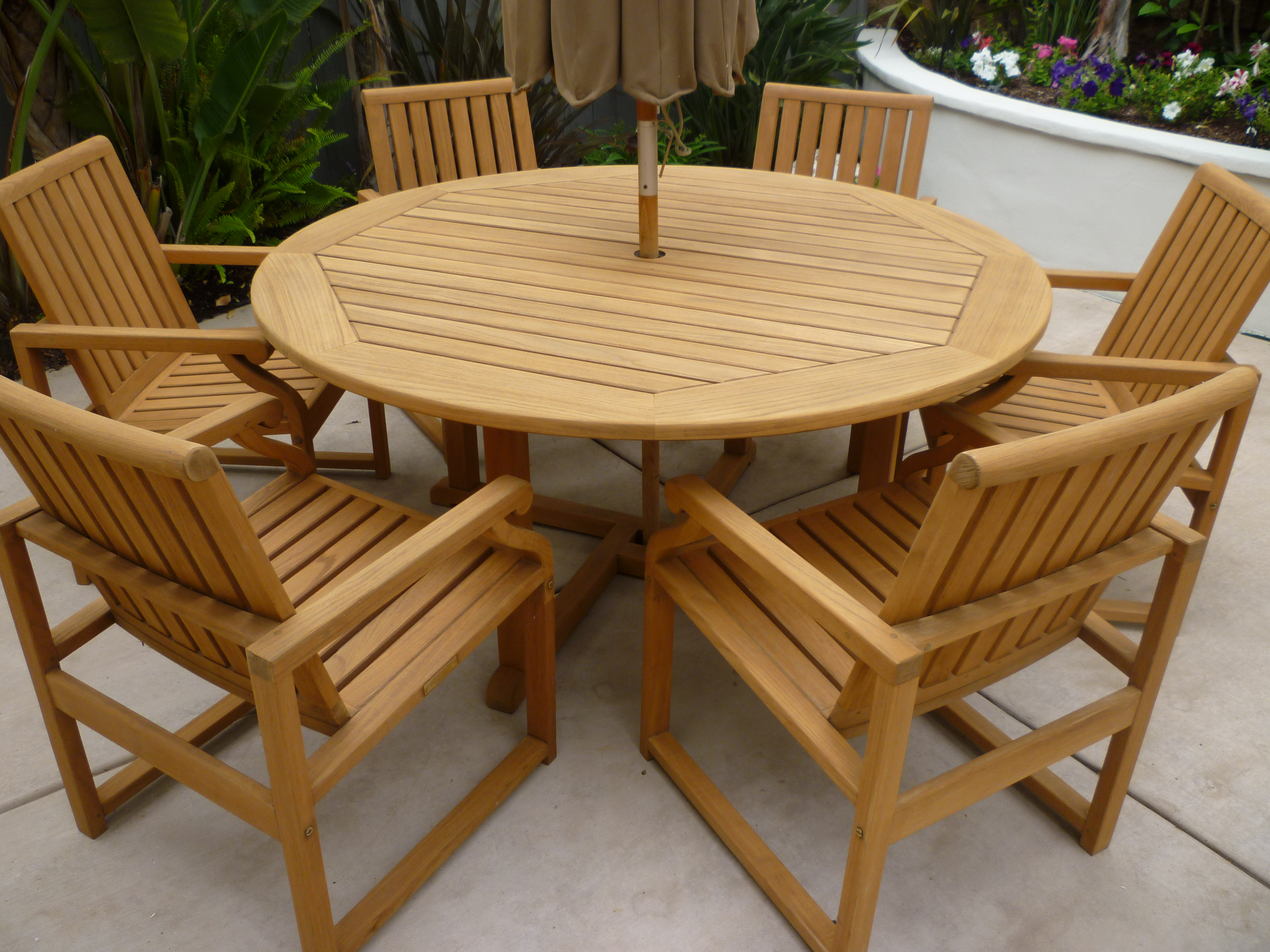 Stylish Teak Furniture for Any Outdoor Space Decoration