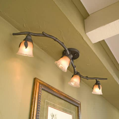Track lighting with branch style