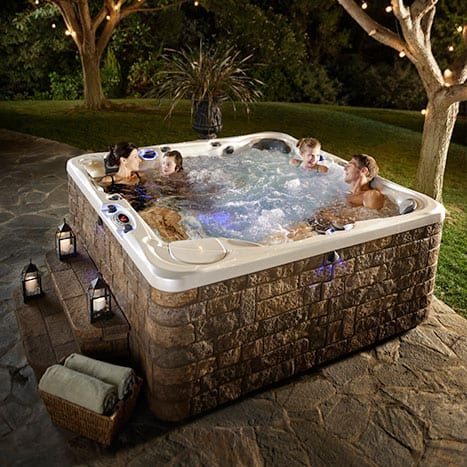 Hot tub for four people