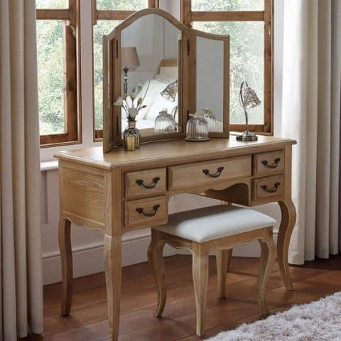 Complete dressing table set