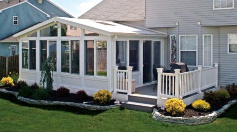 sunroom with off white color painting