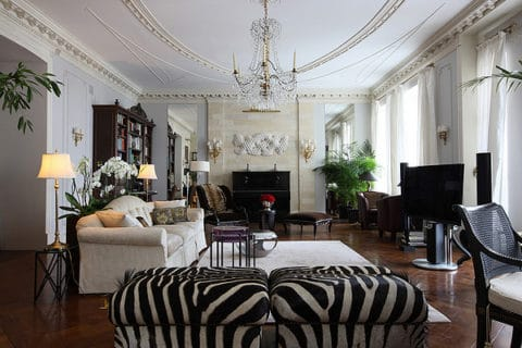 chic Apartment with black and white concept
