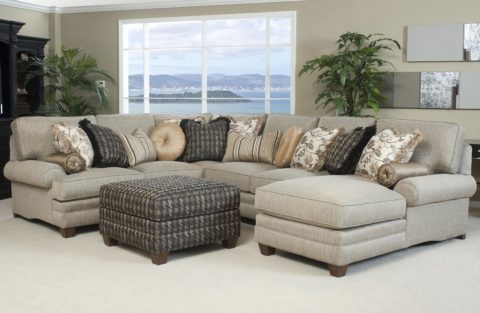 sectional-sofas-with-varied-shape-cushions