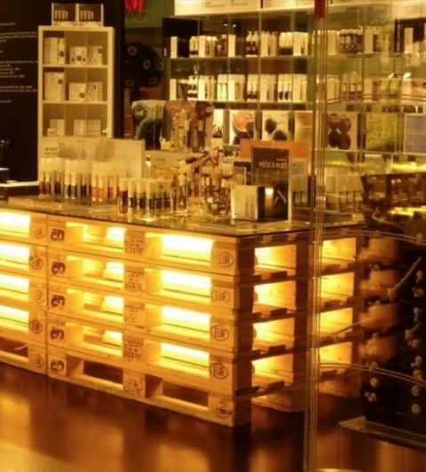 Pallet bar with lighting