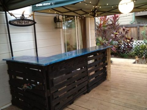 Pallet bar with marble surface