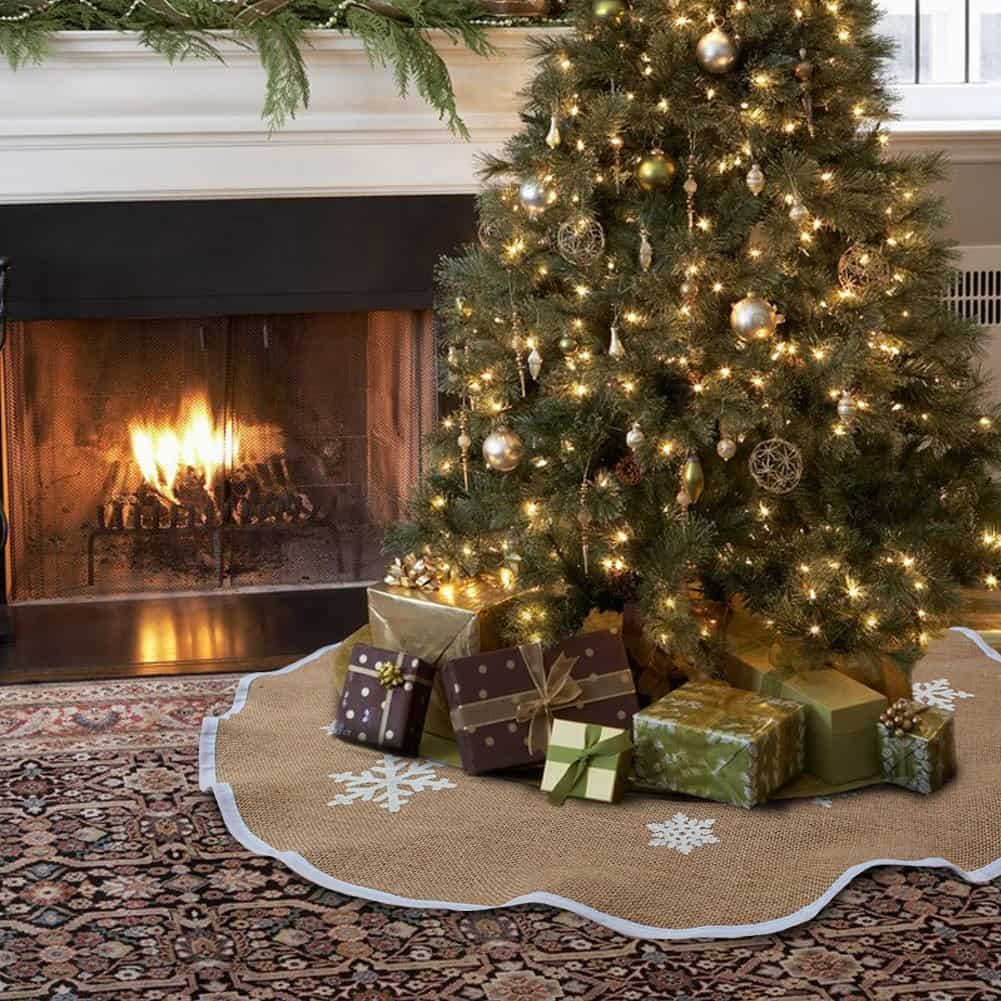 35 Cozy Indoor and Outdoor Christmas Decorations ... on Lawn Decorating Ideas id=75564