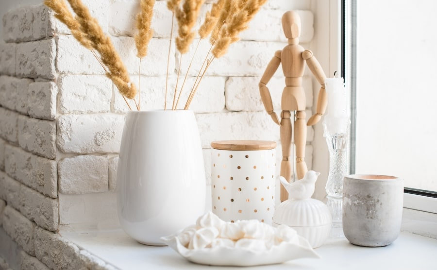 Home decorations with human figure
